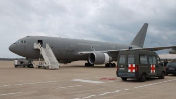 Coronavirus: l'aereo con gli italiani proveniente da Wuhan è atterrato a Pratica di Mare