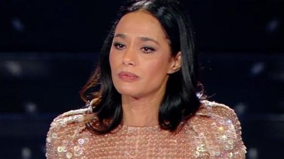 """Sanremo 2020, Rula Jebreal emoziona con il monologo sul femminicidio: """"Mia madre stuprata più volte, si è suicidata"""""""