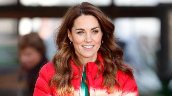Kate Middleton: un abito da 20 euro e la carezza a William