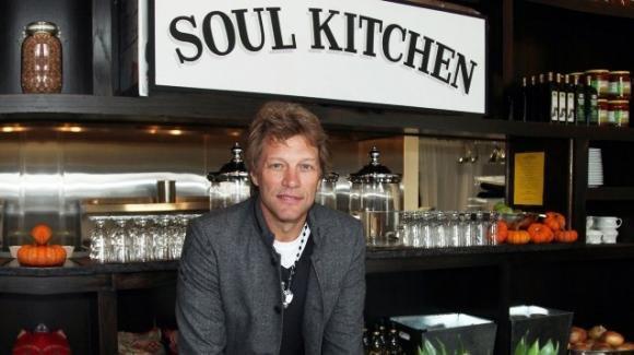 Jon Bon Jovi apre il terzo ristorante dove chi non può permetterselo mangia gratis