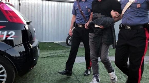 Siena, adesca un 13enne online e lo violenta: 36enne in manette