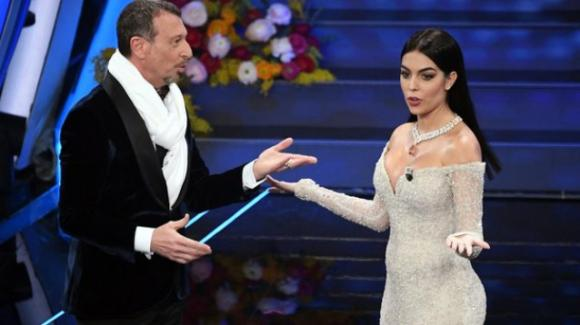 Georgina Rodriguez, quel pancino sospetto che non è sfuggito sul palco dell'Ariston