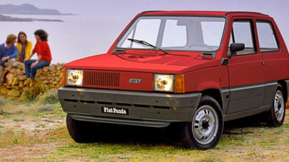 Fiat Panda: compie 40 anni l'iconica utilitaria disegnata da Giugiaro