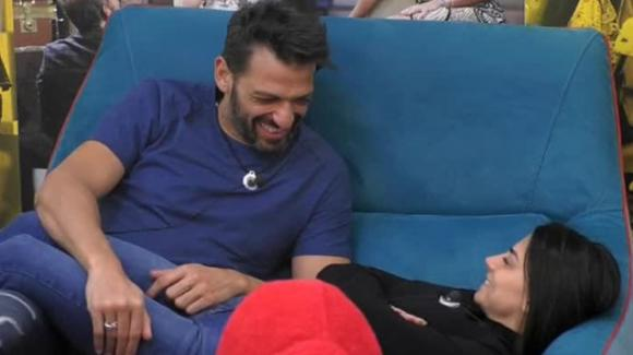 GF Vip, Pago chiede a Serena di sposarlo: la risposta della Enardu crea sconcerto