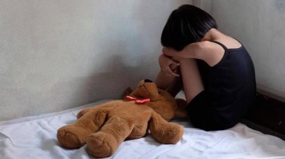 Firenze: arrestate due mamme per abusi sulle figlie. In manette anche il padre di una delle due bimbe