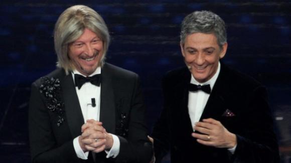 Festival di Sanremo, Amadeus si presenta con la parrucca di Maria De Filippi