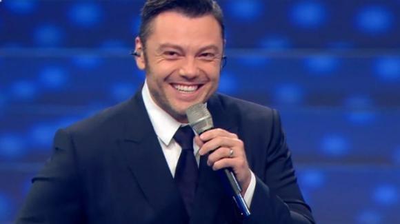 """Sanremo 2020, Tiziano Ferro emoziona con il suo monologo: """"Non sono sbagliato"""""""
