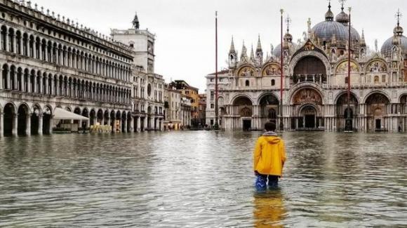 Si stimano ancora i danni dell'acqua alta subiti da Venezia lo scorso novembre