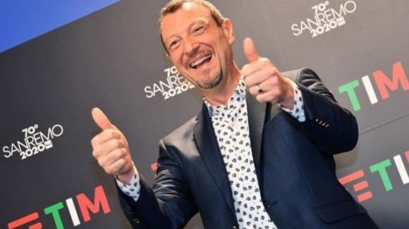 """Sanremo 2020, Amadeus commosso in conferenza stampa: """"Sono l'uomo più felice del mondo"""""""