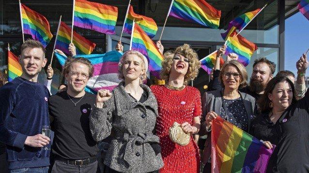 La Svizzera approva la legge contro l'omofobia sarà punita al pari del razzismo