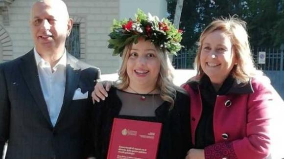 Pistoia: cieca dalla nascita, Giorgia si laurea con 110 coronando il suo sogno più grande