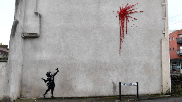 San Valentino, la nuova opera di Banksy è sul muro di Bristol