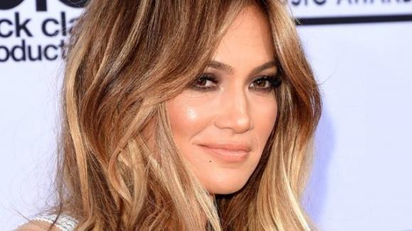 Jennifer Lopez lancia una collezione di scarpe