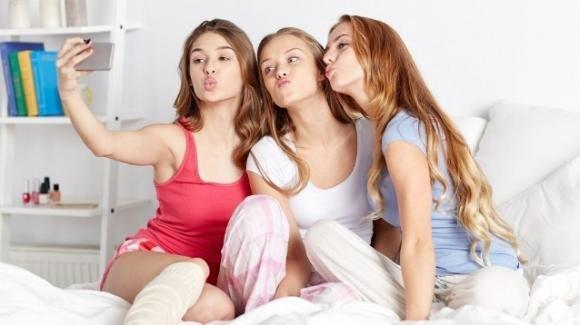 Le ragazze di oggi iniziano la pubertà un anno prima rispetto alle loro madri
