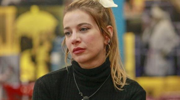 """GF Vip, autori commentano a microfono aperto le parole di Clizia: """"Buscetta è una roba brutta"""""""
