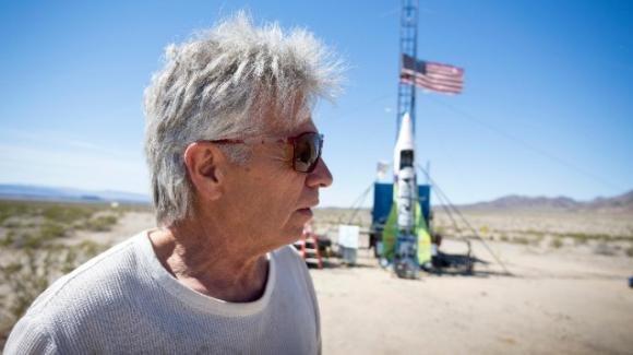 USA, costruisce razzo per dimostrare che la Terra é piatta: muore schiantandosi nel deserto