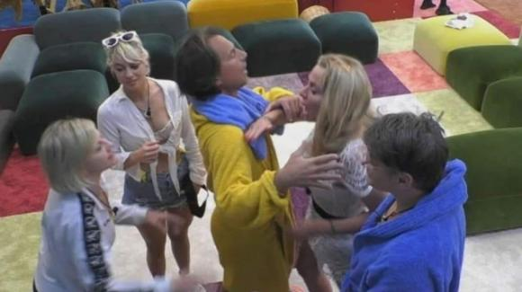 """GF Vip, rissa tra Antonella Elia e Valeria Marini: """"Deve essere squalificata!"""""""