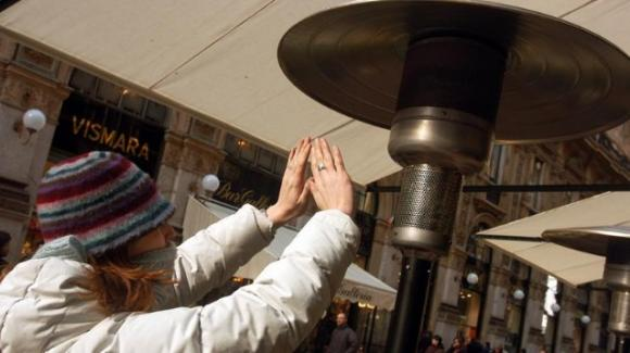 Molto presto tutti i riscaldatori esterni nei locali pubblici saranno banditi da Parigi
