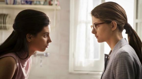 """""""L'amica geniale – storia del nuovo cognome"""", anticipazioni ultima puntata del 2 marzo: Lila affida i suoi diari ad Elena"""