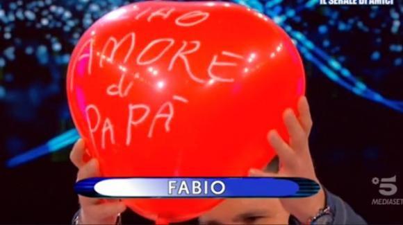 """Uomini e Donne over, la sfilata di Fabio commuove: """"L'unico amore invincibile è quello di un genitore"""""""