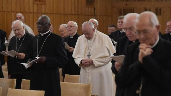Papa Francesco costretto a seguire gli esercizi spirituali in Vaticano