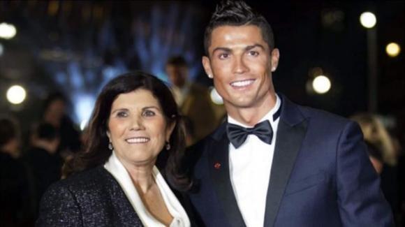 Dramma per Cristiano Ronaldo, ictus per la madre del calciatore