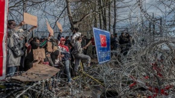 Il dramma dei profughi al confine tra Grecia e Turchia: il caso del giovane Mohammad Arab
