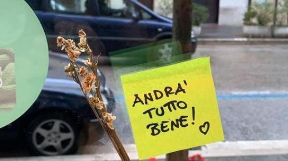 """""""Andrà tutto bene"""": il messaggio di speranza che accompagna gli abitanti della Lombardia"""
