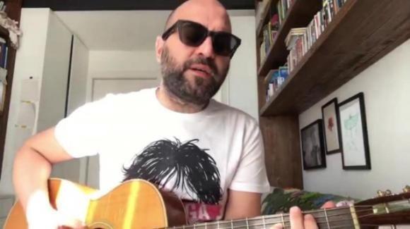 """Emergenza coronavirus, l'appello in musica di Giuliano Sangiorgi: """"Restiamo a casa"""""""