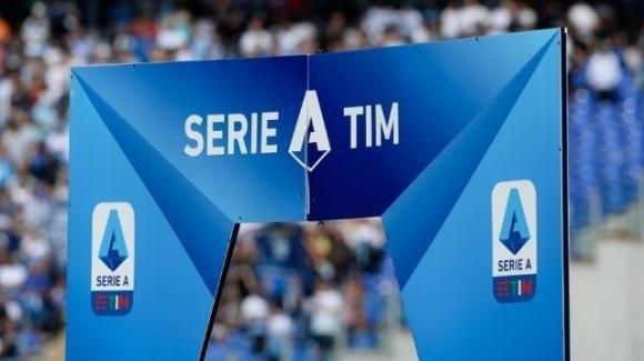 Damiano Tommasi e Vincenzo Spadafora hanno chiesto la sospensione immediata del calcio italiano