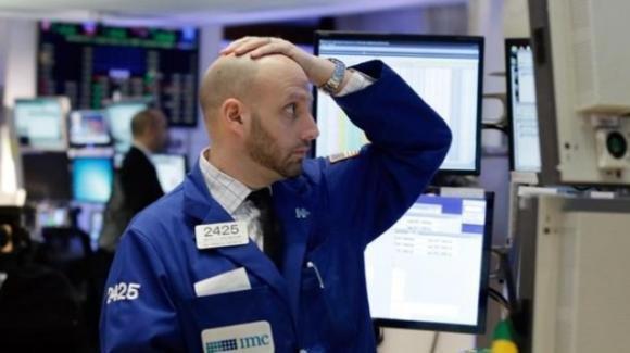 Coronavirus, lunedì nero: mercati mondiali in profondo rosso, la Borsa di Milano a picco
