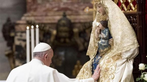 Coronavirus, Papa Francesco prega e ci affida tutti alla Vergine Maria