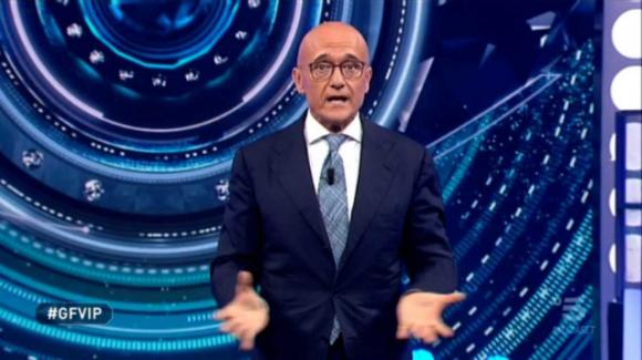 """Grande Fratello Vip, Alfonso Signorini incoraggia i concorrenti: """"Voi farete compagnia a milioni di persone"""""""