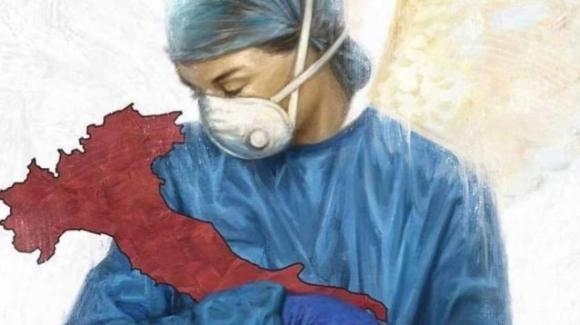 Coronavirus: dottoressa culla l'Italia, immagine commovente
