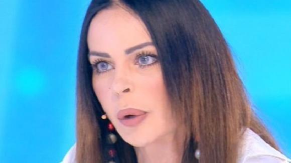 """Pomeriggio Cinque, Nina Morić accusa e denuncia Luigi Mario Favoloso: """"Mi sta facendo mobbing psicologico"""""""