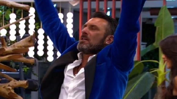 """Grande Fratello Vip, Sossio Aruta si aggiudica la finale e promette: """"Donerò l'intero montepremi in caso di vittoria"""""""