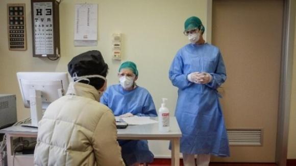 Pensioni, medici e infermieri richiamati al lavoro dall'Inps per l'emergenza Coronavirus