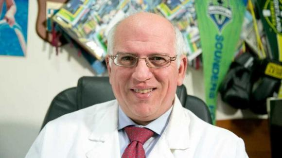 Napoli, coronavirus: striscioni di lode al dottor Ascierto per il suo ottimo lavoro