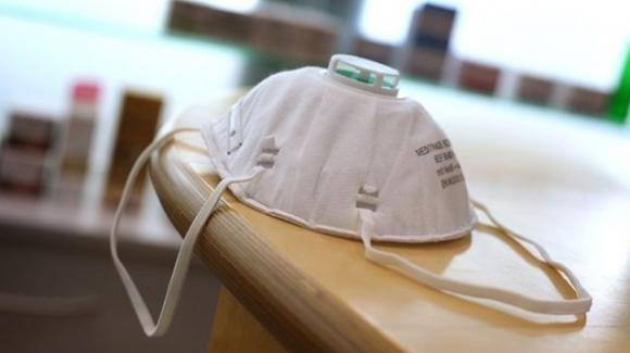 Mascherine e respiratori destinati all'Italia sequestrati da altri paesi