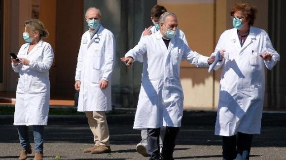"""Coronavirus, i medici hanno rifiutato l'assunzione: """"Troppo pochi soldi"""""""