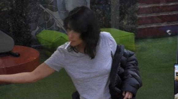 "GF Vip, Fernanda mostra i lividi dopo la lite e sulla Elia dice: ""Vade retro Satana"""