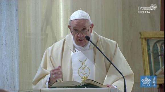 L'emozionante diretta di Papa Francesco che benedice da San Pietro