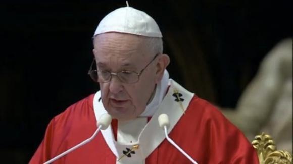 """Papa Francesco, il messaggio ai giovani: """"Guardate ai veri eroi che in questi giorni vengono alla luce"""""""