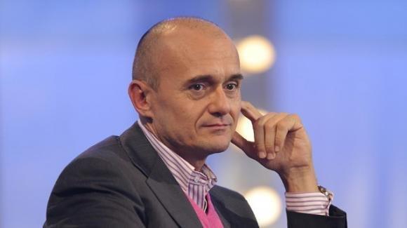 """Alfonso Signorini festeggerà il compleanno in videochiamata col suo compagno"""""""