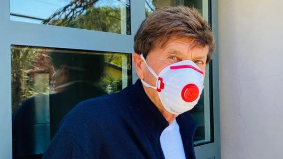 "Coronavirus, Gianni Morandi criticato sui social per la mascherina ""egoista"""