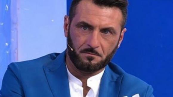 """Sossio Aruta: dopo il """"GF Vip"""" all'attacco di Antonella Elia, Paola Di Benedetto e Paolo Ciavarro"""