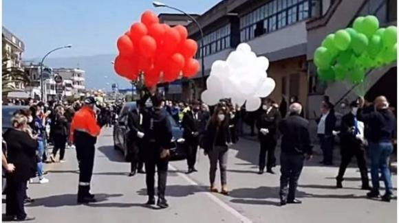 Coronavirus, in 200 al funerale del sindaco di Saviano: ora il comune rischia di diventare zona rossa