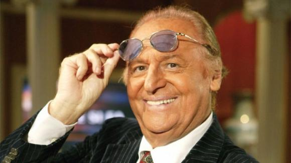 Renzo Arbore attacca Mediaset e lancia una frecciatina a Barbara D'Urso