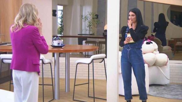 """Uomini e Donne, Tina commenta l'incontro tra Gemma e Giovanna: """"Sembrano nonna e nipote"""""""