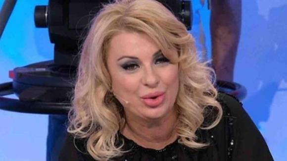 Tina Cipollari rivela il desiderio di recarsi al cimitero appena finirà la quarantena